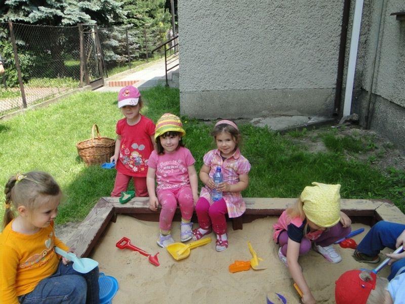 Maluszki - Zabawa w ogrodzie2