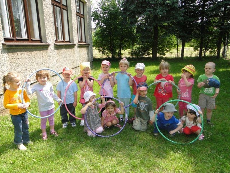 Maluszki - Zabawa w ogrodzie4