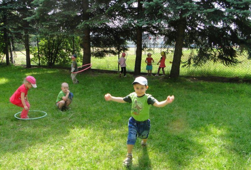 Maluszki - Zabawa w ogrodzie5