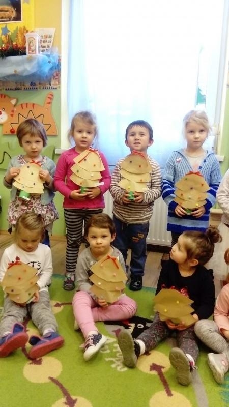 Święta tuż tuż - grupa maluszków