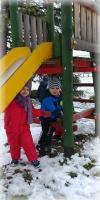 Zabawa na śniegu - Maluszki, Komorowice